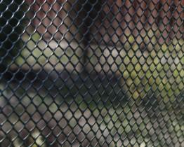Siatka-plastikowa-ogrodzeniowa-przeciwwiatrowa-oczko-rombowe-khaki