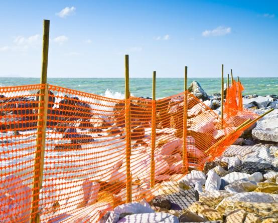 Siatka ostrzegawcza na plaży